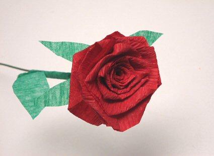 rosa de papel roja