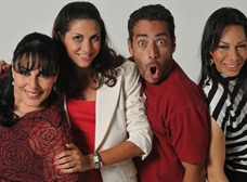 Adriana Manzo (i), Lucianna Grassi, directora; Danilo Estevez y Rudy Arana de la obra Sopla.
