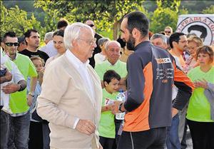 A Basurco le esperaban frente a Cosmos al terminar el primer maraton numerosas personas, entre ellas Halffter. L.C