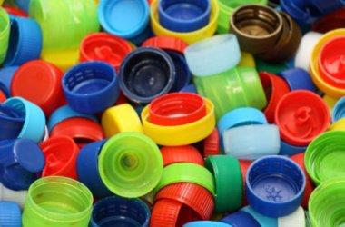 Susana Jato y Jose Antonio Gutierrez se han propuesto recoger 34 toneladas de tapones de plastico para llevarlos a reciclar y asi sufragar un sofisticado aparato ortopedico que necesita su hijo Iker