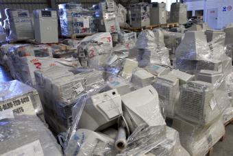 Residuos electronicos en la planta acreditada de tratamiento de Campo Real (Madrid).- ALVARO GARCIA