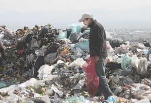casas con ladrillos de basura
