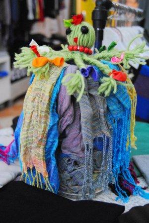 Los participantes aprenderán a renovar la ropa y a fabricar productos con materiales reciclados. :: SUR