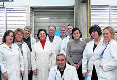 Juan Antonio Galbis, en el centro de la imagen, junto a su equipo de investigadores.