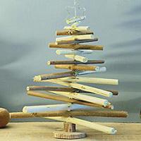 arbol navidad con ramas recicladas