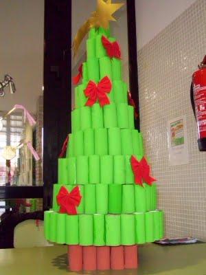Especial de navidad rboles de navidad reciclados for Arbol de navidad mural